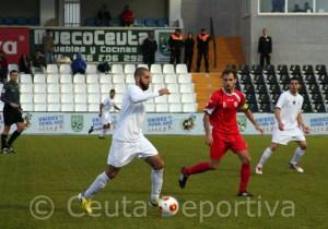 Perita marcó el gol del Ceuta de cabeza y volvió a encontrarse muy cómodo en la mediapunta