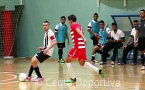 Ismael Ali protege el balón durante el UA Ceutí FS - CD Bayyana del pasado sábado