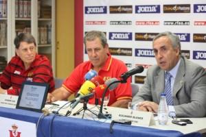 Ramón Cid, en el centro de la imagen junto a Juan Manuel Odriozola y Alejandro Blanco