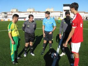 Alcaraz Yáñez junto a sus asistentes y los capitanes Adil y Andrés