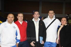 Reduan Fadel posa con responsables de la delegación gaditana de baloncesto en la última 'final a cuatro' disputada en Ceuta