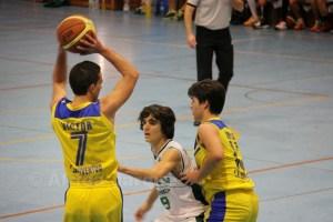 Víctor López (29 puntos) revolucionó el juego de su equipo con sus robos y entradas a canasta