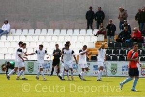 El delantero caballa celebra el primer gol ante la UB Lebrijana en el Alfonso Murube