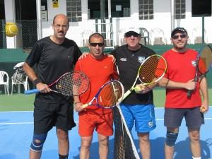 Cuatro de los jugadores de la categoría veteranos que participaron en el Interclub