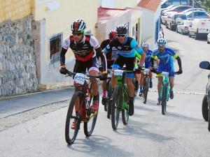 Ciclistas, durante una de las ediciones de la carrera organizada en Ceuta por la Legión