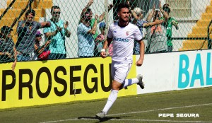 Juanan celebra un gol ante el Conil
