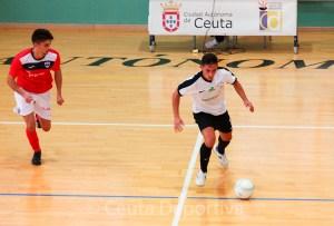 Chito, con el balón, durante un partido con el conjunto unionista