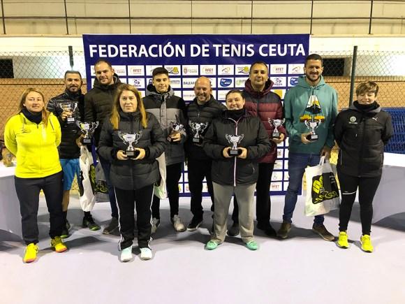 Los ganadores de cada categoría, tras recoger sus respectivos trofeos