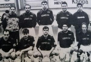 Mauro -el segundo por la izquierda, de pie-, con el equipo de la Policía Local