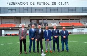 Rubiales, en el centro, junto a García Gaona y Pablo Lozano, presidente de la Andaluza, en la Ciudad del Fútbol de Ceuta