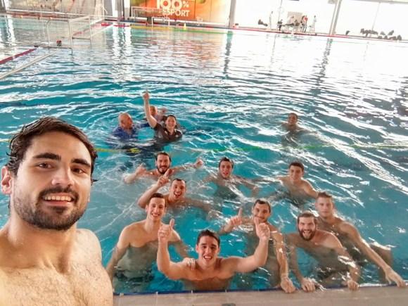 Jugadores y cuerpo técnico del Caballa, hace un año, celebrado el ascenso tras ganar en Castellón