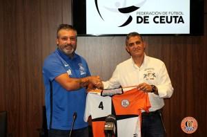 Quintana (i), junto a Ortiz, el día de su presentación como entrenador del Camoens en Segunda Femenina de fútbol sala