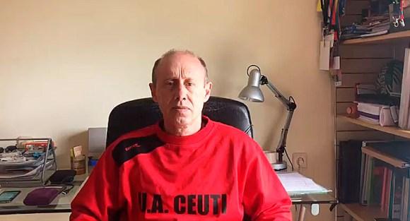 Santi Valladares, en su domicilio de Santiago de Compostela, donde ha vivido el confinamiento