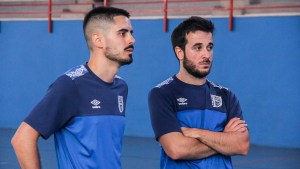 Dani Ramos (d), junto a un compañero, durante un entrenamiento del UMA Antequera