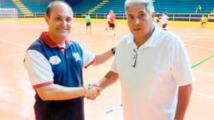 Rafael Peña (i), junto a Juanma López, que seguirá siendo el entrenador del Hércules