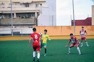 Josemi, con el balón, durante el partido entre la Gimnástica y el Almería de la última temporada