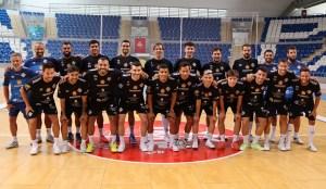 Hamza Maimon -el quinto por la izquierda agachado-, este lunes junto a sus compañeros del Palma Futsal