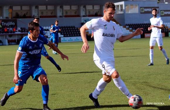 Espinar ha jugado siete partidos con el Ceuta y ha marcado un gol
