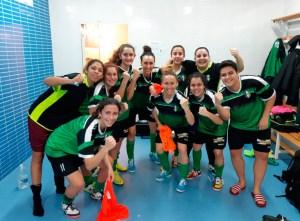 Las jugadoras del Hércules celebran en el vestuario su primer triunfo de la temporada