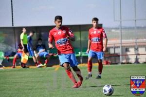 Zaki golpea el balón durante un partido con el CD Diocesano de Cáceres
