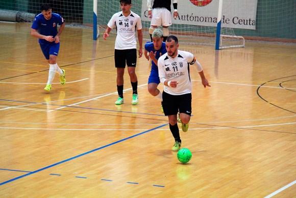 Sufian avanza con el balón en el partido del pasado sábado ante el Móstoles / @javivereda