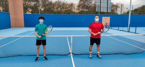 Alfonso Rodado y Ayoub Daymani han abierto en las pistas de la Marina la V Liga de Tenis by Bravoleum