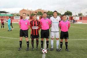 Hugo Vaca Núñez, junto a sus asistentes y los capitanes de Genera y Ceuta en la temporada 18-19
