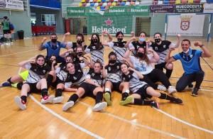 Los integrantes del Bahía de Ceuta celebran el título conseguido este domingo / Foto: FFCE