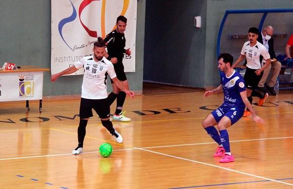 Lucas Francini, con el balón ante Jorge Lázaro / @javivereda
