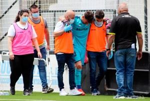 Isi Jareño, que ya estaba tocado, se lesionó la rodilla derecha en el partido ante el Utrera