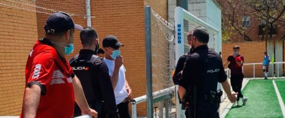La policía tuvo que intervenir en el campo de Los Rosales