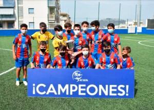 El CD Puerto, con la copa de campeón / Foto: FFCE