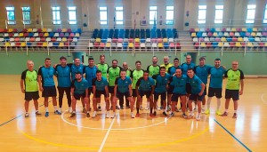 Jugadores y técnicos del Ceutí, antes de dar comienzo a la primera sesión de entrenamientos de la pretemporada