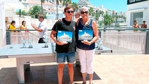 Nacho Gaitán y Mari Carmen Ríos, los ganadores de la prueba, con sus trofeos