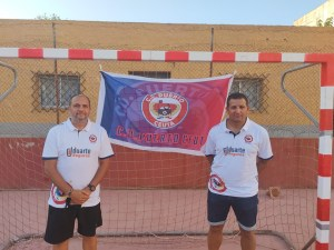 José Salinas y Felipe Morante en la pista polideportiva del Puerto