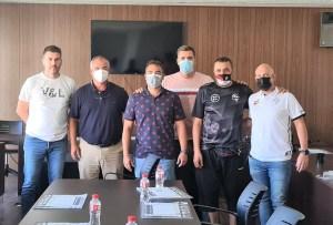 Los representantes de Sporting y Polillas y los federativos, en la reunión de este miércoles / Foto: FFCE