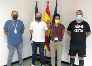 Responsables del Centro Penitenciario, junto a Dani Olsson y el colegiado Gil / Foto: FFCE