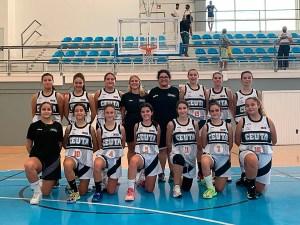 Formación del equipo femenino cadete de Ceuta, antes de su partido en el Puerto de Santa María