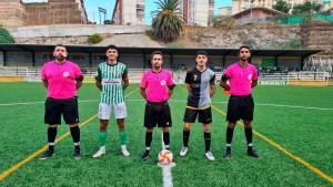 Los capitanes de Atlético Sanluqueño y Sporting Atlético, junto al trío arbitral
