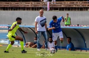 Chus Trujillo sigue atento una jugada durante el Xerez DFC - AD Ceuta FC del pasado domingo