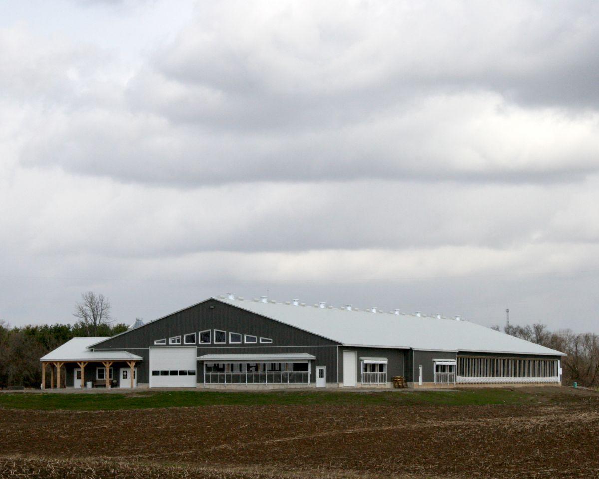 2015 Dairy Facility Award Canadian Farm Builders