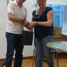 Silvano MATKOVICH riceve il premio da Scilla SORA
