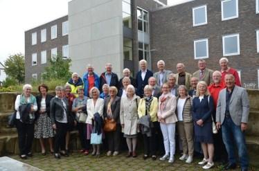 Das Bild zeigt die ehemaligen Schülerinnen und Schüler unserer Schule mit 50-jährigem Abitur.