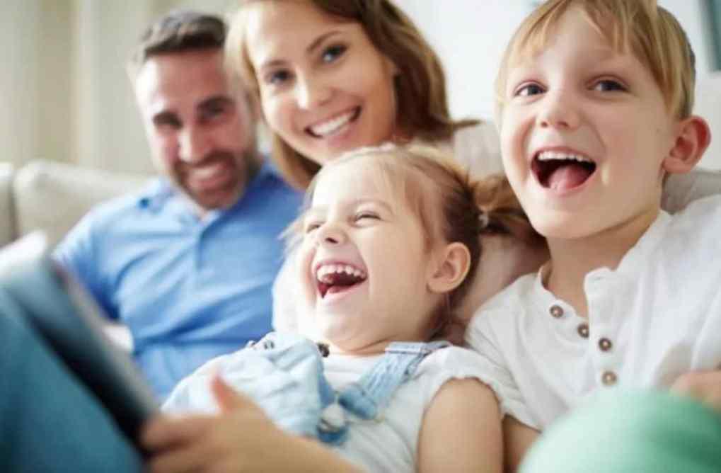 """荷兰荣升""""全世界最幸福""""国家排行第五!孩子们很幸福,成年人更快乐! smiling family"""