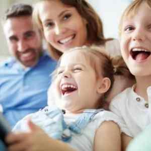 """荷兰荣升""""全世界最幸福""""国家排行第五!孩子们很幸福,成年人更快乐! smiling family  新闻 smiling family"""