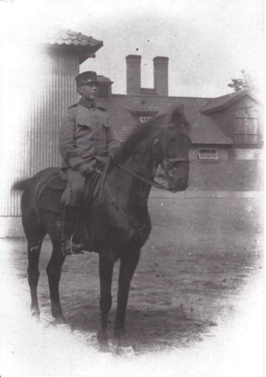 Kavalleristen Ivar Nilsson till häst