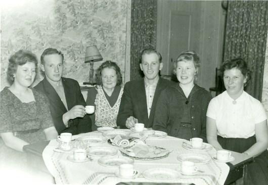 Maria Håkansson med söner och svärdöttrar