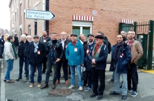 Rassemblement pour soutenir Fatima devant le commissariat de Lille Fives