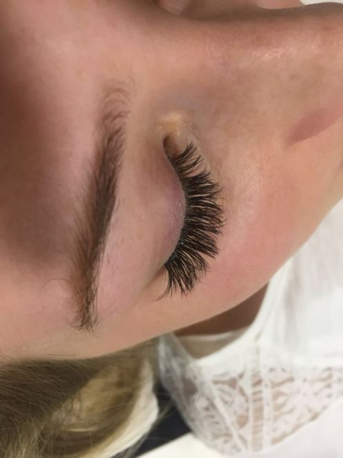 Wimpern-8-CH-cosmetics-XTREME-Lashes-Volumation