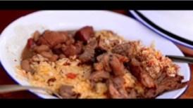 代表的な食べ物(アホス・カヘテイロ、フェジョン・トロペイロ、パソカ・デ・カルネ、シュラスコ)